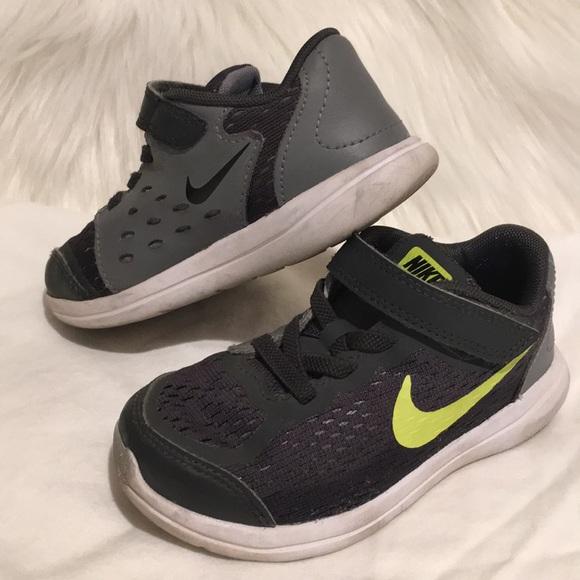 le scarpe nike flex corri bambino maschio 9c poshmark